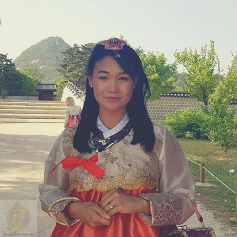 Katie Scarlett in hanbok